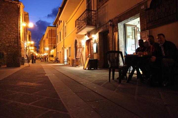 Castigliano del Lago zur blauen Stunde