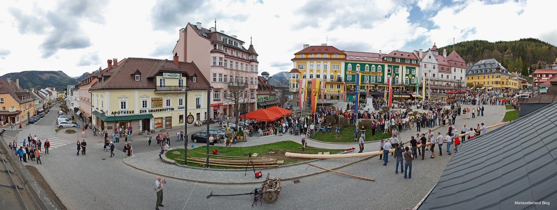 Mariazell Hauptplatz - Maibaum aufstellen