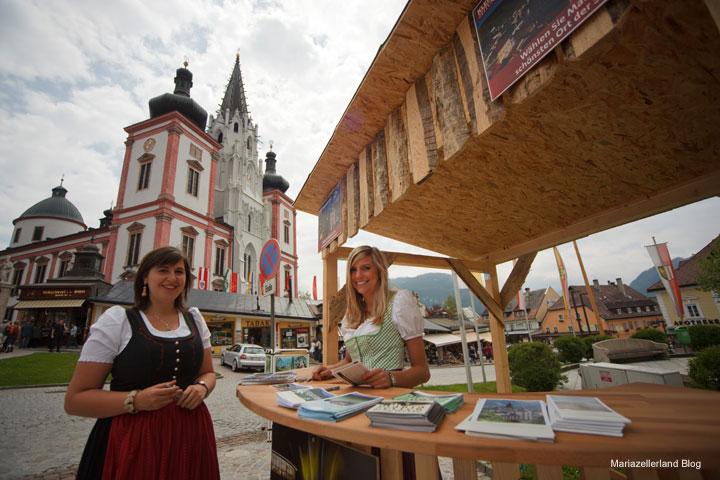 Christine Kraft und Petra Lammer sammeln Stimmen für die Platzwahl 2010 der Kleinen Zeitung