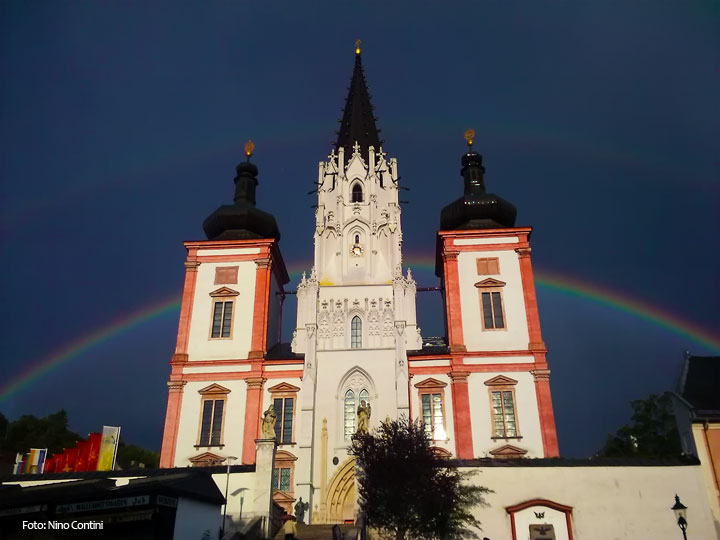 Mariazeller Basilika mit Regenbogen