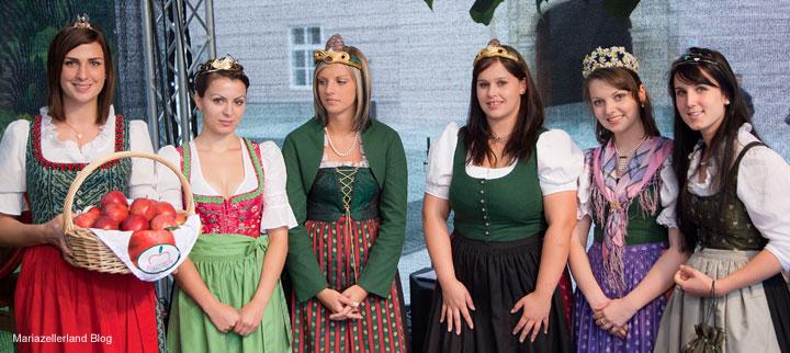 Steirische Königinnen beim Steirerfest in Linz