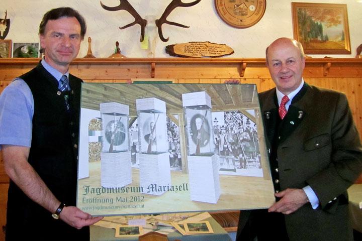 Botschafter Prof. Dr. Günther A. Granser und Vizebgm. Helmut Schweiger unterstützen als Kuratoriumsmitglieder das Mariazeller Heimathaus bei der Realisierung des Jagdmuseums Mariazell