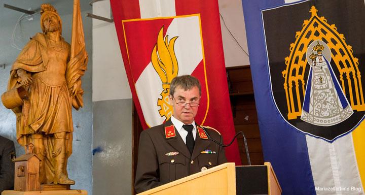 Kommandant Bodo Demmerer beim Spatenstich für das Rüsthaus Mariazell