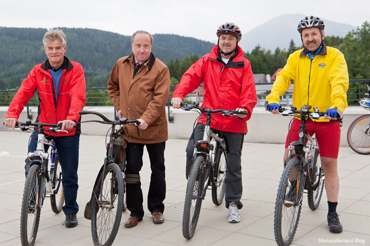Bgm. Herbert Fuchs (Halltal), Bgm. Josef Kuss (Mariazell), Bgm. Manfred Seebacher und Wolfgang Plachl hat Gußwerk vertreten.