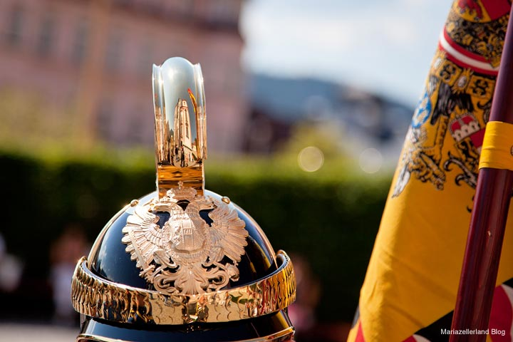Otto von Habsburg - Trauerfeier in Mariazell - Basilika spiegelt sich im Helm