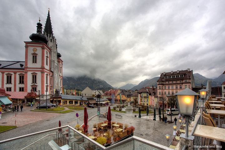 Nationalfeiertag 2011 - 26. Oktober - Mariazell Hauptplatz mit Basilika