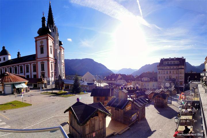 Mariazell Hauptplatz mit Adventhütten am 18. November 2011
