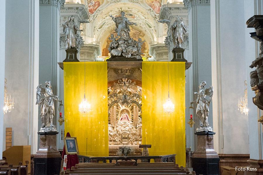 Basilika-Mariazell-Verhüllung-2