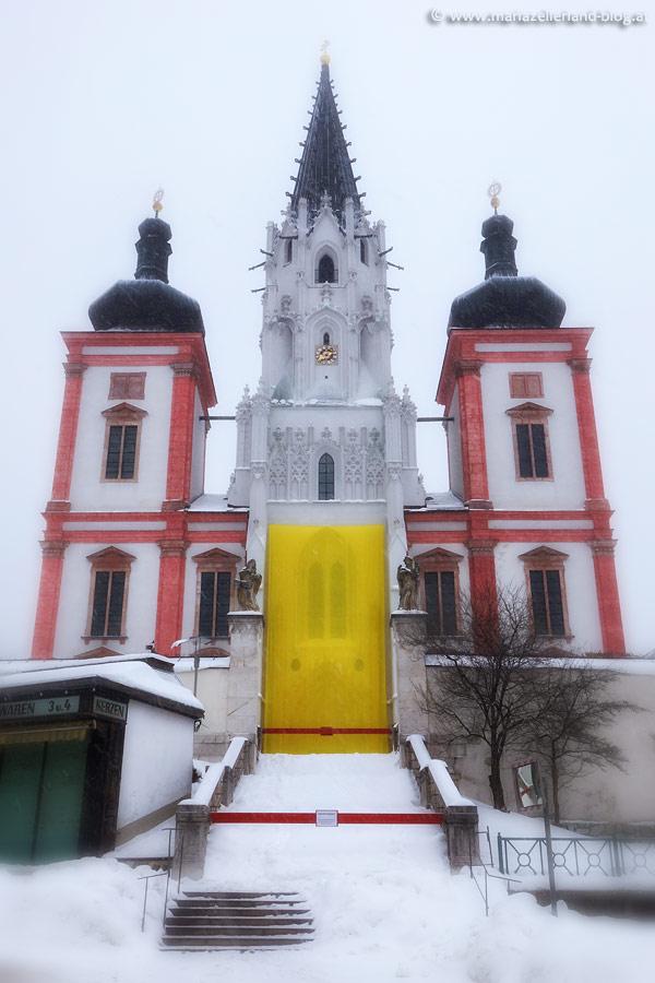Basilika-Mariazell-verhüllt