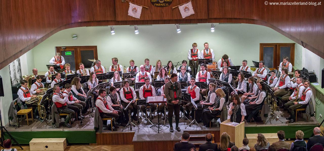 Stadtkapelle Mariazell im Festsaal Weisser Hirsch Mariazell - 4877_4878 Pano