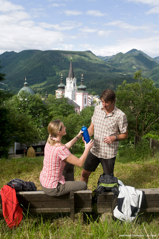 Mariazeller-Weg-Blick-auf-Mariazell-(c)-Steiermark-Tourismus-Leo-Himsl
