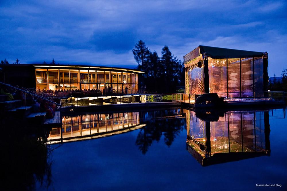 Mariazell-Arche-Buehne-Abend