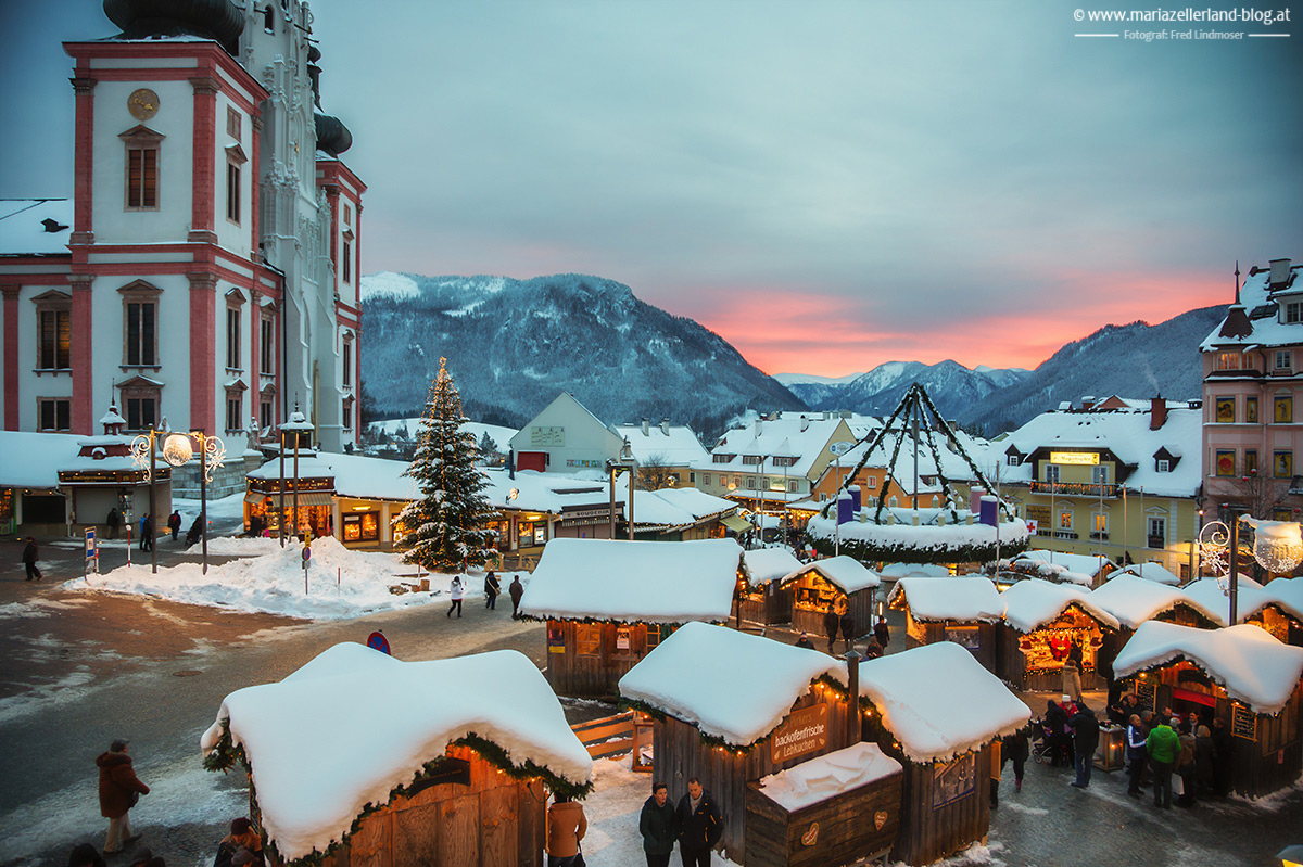 Mariazell-Hauptplatz-Abendrot_
