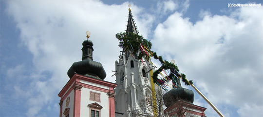 Mariazell Basilika mit Maibaum