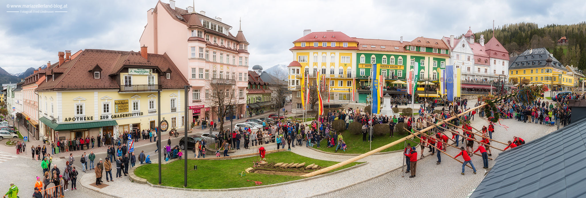 Maibaumaufstellen-Mariazell-Bergrettung-Stadtkapelle-2015-IMG_9271-Panorama