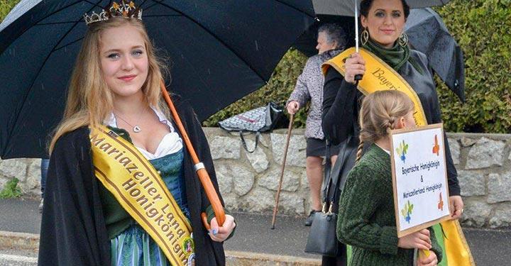 Mariazeller-Honigkönigin-beim-Umzug