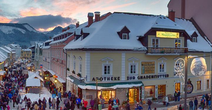 hauptplatz-panorama-apotheke