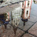 Bild der Woche: Basilika Mariazell spiegelt sich in Wasserlacke