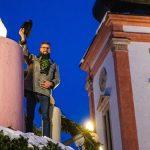 3. Adventkerze am großen Adventkranz in Mariazell entzündet