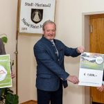 Hochschwabmeister übergeben der Stadtgemeinde Mariazell € 1000.- für soziale Zwecke